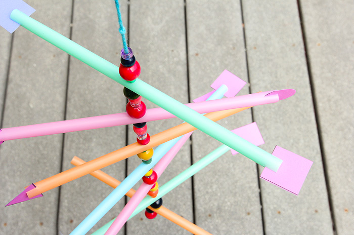Easy Kid's Craft: Make a simple straw mobile and explore the concept of the center of gravity.