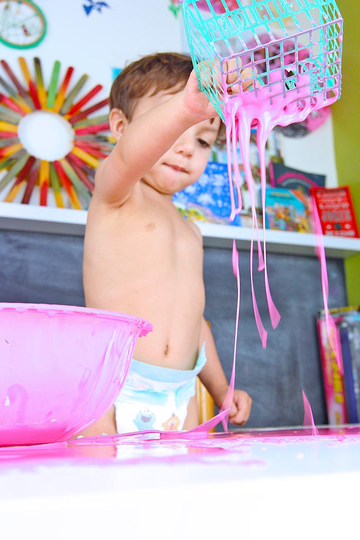 How-to-make-Oobleck-BABBLE-DABBLE-DO--playing7