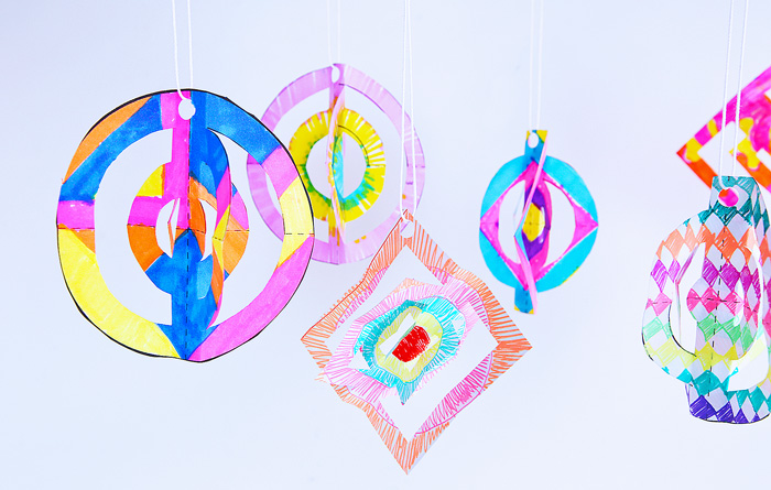 Cheap, easy, magical...what more can you want from a holiday project? 3D Paper Ornaments are an easy Christmas craft and a lovely decoration for the tree!