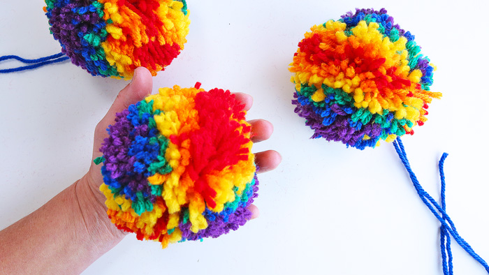 Learn how to make pom poms using two easy methods...psst...one method requires no special tools!
